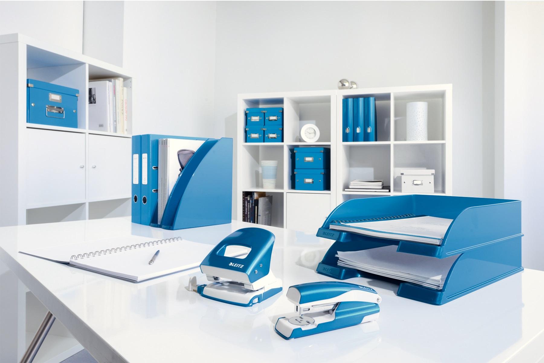 Descriere Capsator metalic de birou cu capsare plata, pentru maxim 30 coli, capse 24/6, albastru, LEITZ 5505 NeXXt Series