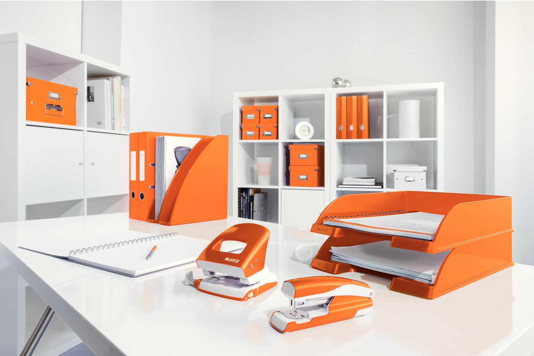 Descriere Capsator metalic de birou, pentru maxim 30 coli, capse 24/6, portocaliu metalizat, LEITZ 5502 NeXXt Series