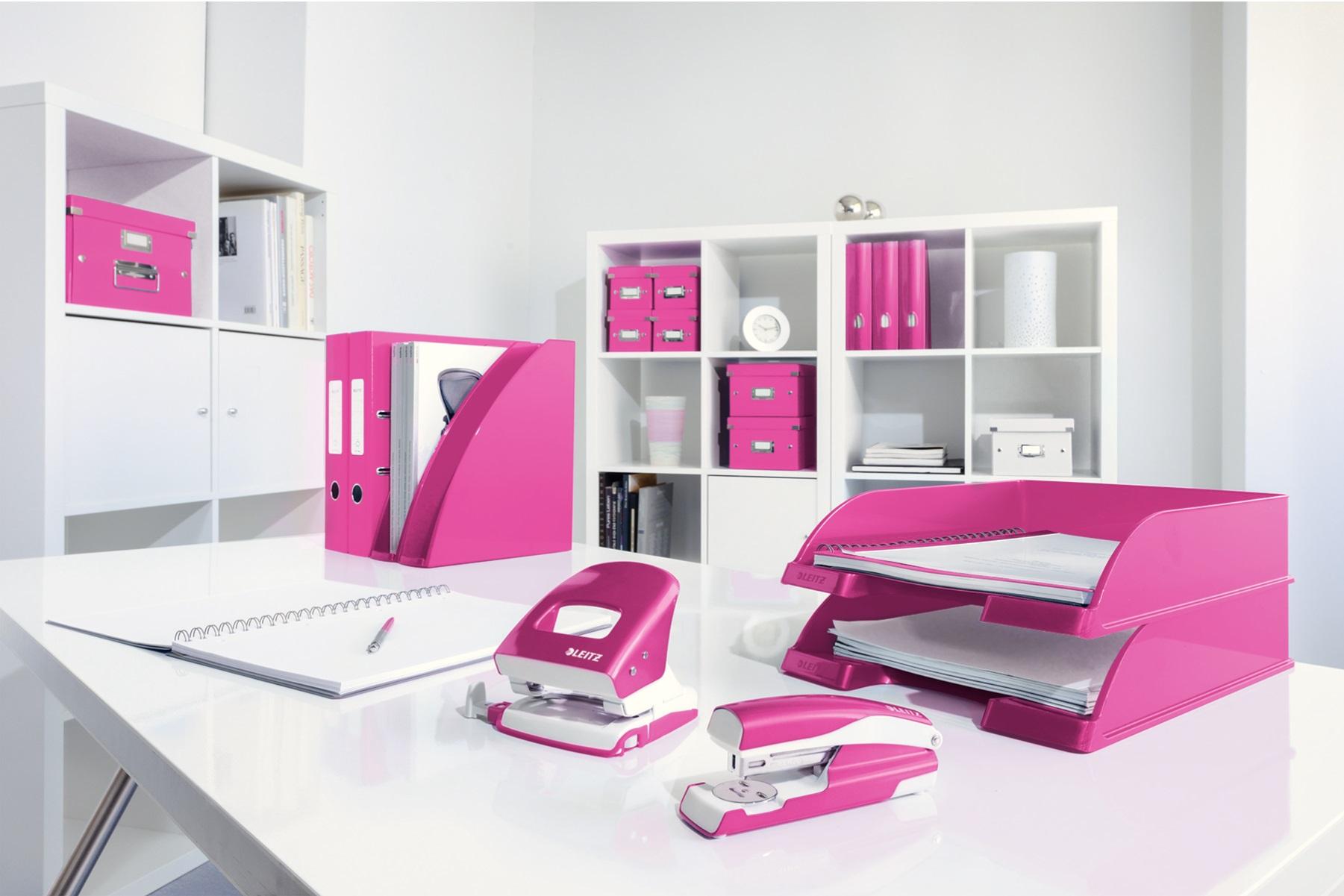 Descriere Capsator metalic de birou, pentru maxim 30 coli, capse 24/6, roz metalizat, LEITZ 5502 NeXXt Series