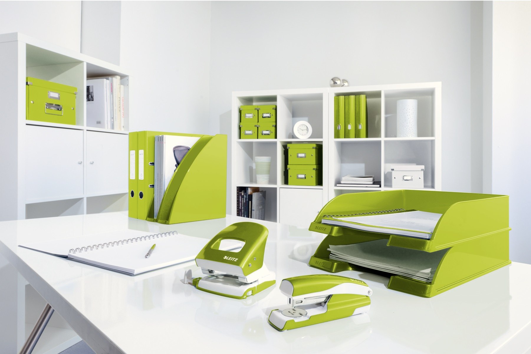 Descriere Capsator metalic de birou, pentru maxim 30 coli, capse 24/6, verde metalizat, LEITZ 5502 NeXXt Series