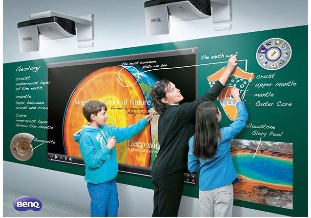 Descriere Videoproiector BENQ MH856UST, FullHD, 3D, 3500 lumeni, HDMI